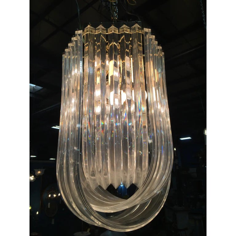 Late 20th Century Lucite and Brass Mid-Century Modern Chandelier For Sale