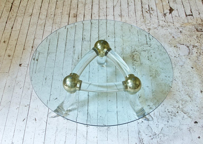 Italian Lucite and Brass 'Tusk' Round Coffee Table, Italy, 1970s For Sale