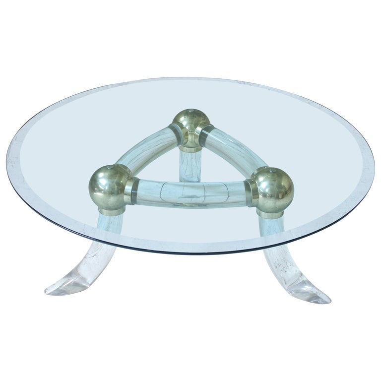 Lucite and Brass 'Tusk' Round Coffee Table, Italy, 1970s For Sale