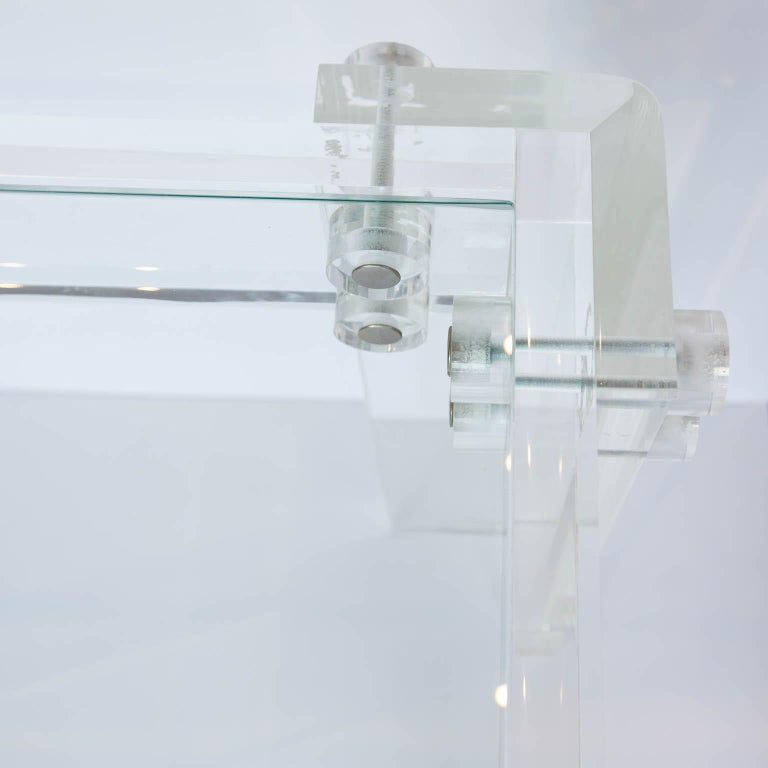 Lucite and Glass Coffee Table In Good Condition For Sale In New London, CT