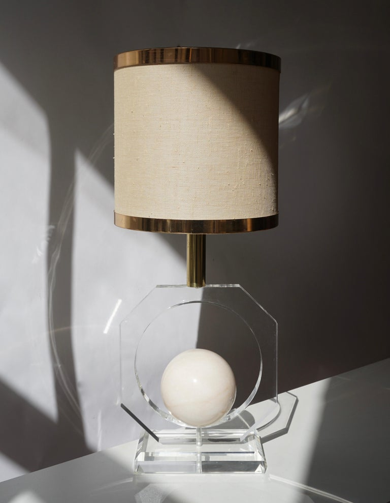 Hollywood Regency Lucite and Marble Table Lamp For Sale