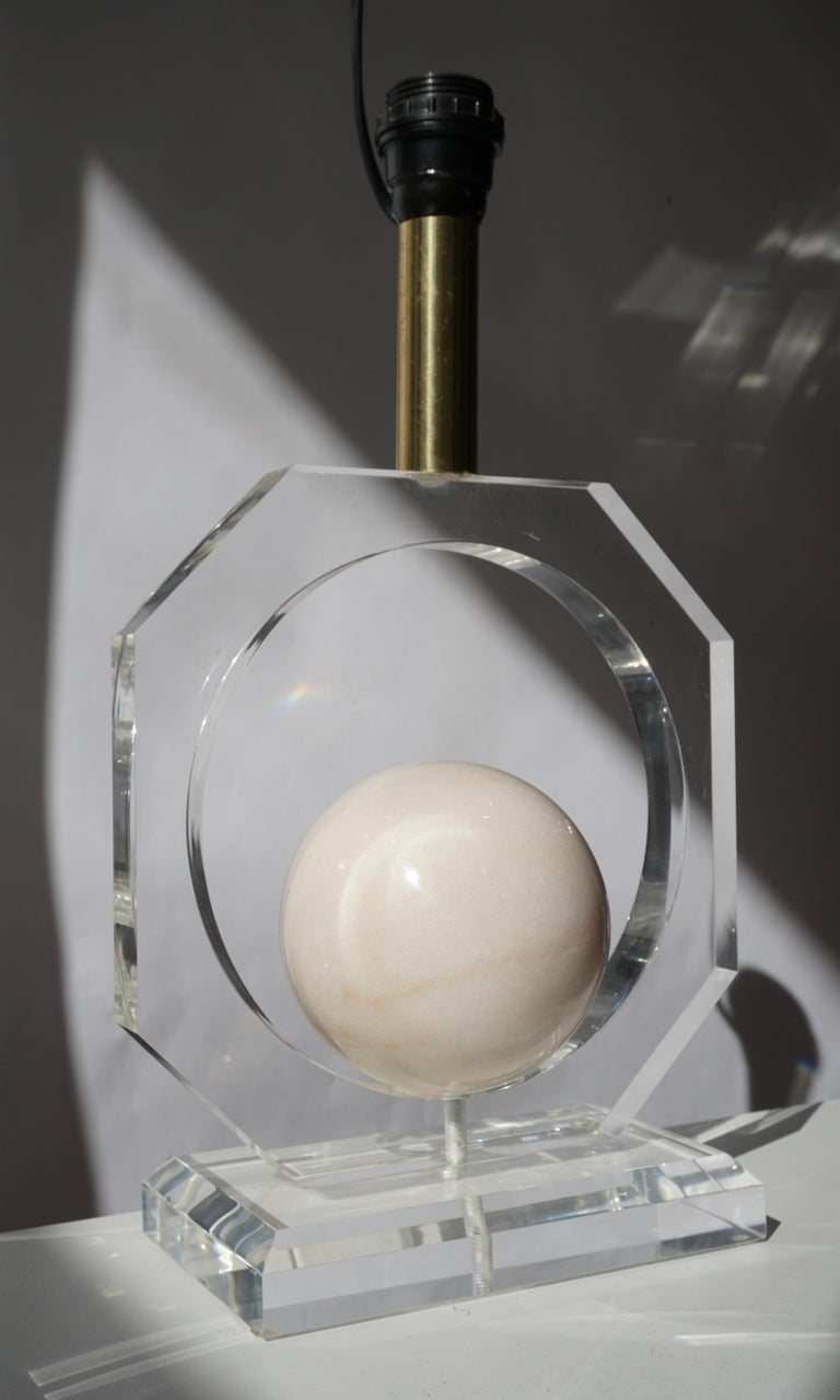 20th Century Lucite and Marble Table Lamp For Sale
