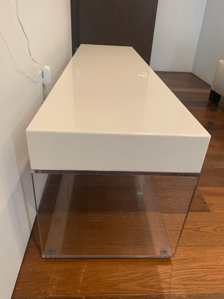 Beautiful bench designed and manufactured in Los Angeles by Cain Modern, the bench is very sturdy and well constructed, it can easily accommodate 3 people, the bottom can also be used for storage. The piece is in good condition, mild surface
