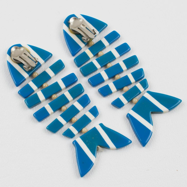 Lucite Dangle Clip Earrings Blue White FishBone In Excellent Condition For Sale In Atlanta, GA