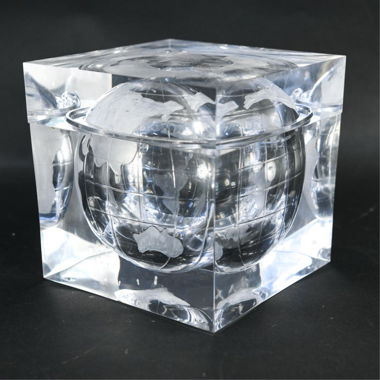 Lucite Globe Ice Bucket In Good Condition For Sale In Norwalk, CT