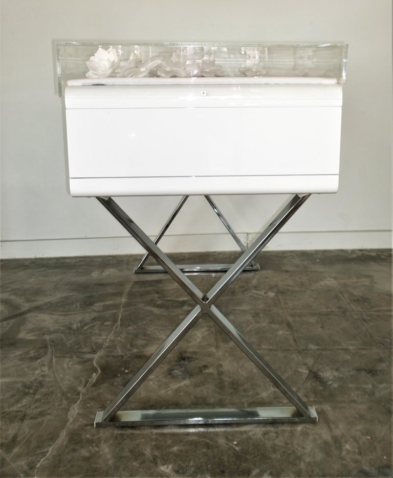 Lucite Object D'art White Lacquer & Metal X Base Desk by AMK for Patricia Kagan In Excellent Condition In Houston, TX