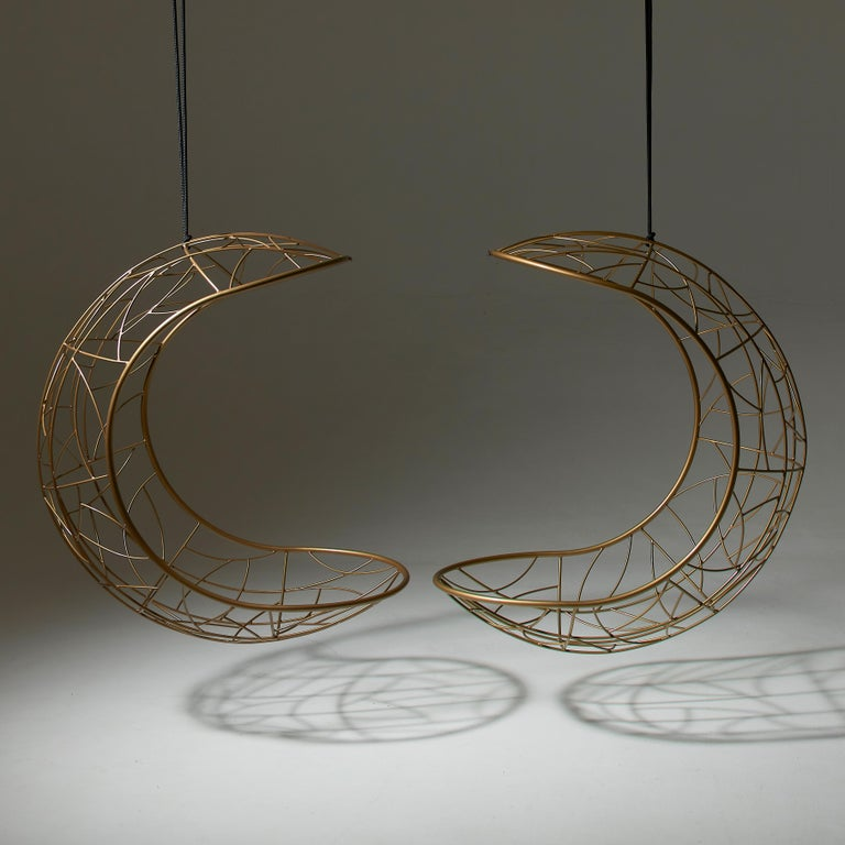Lucky Bean Hanging Swing Chair Steel Modern 21st Century in/Outdoor Gold In New Condition For Sale In Johannesburg, ZA