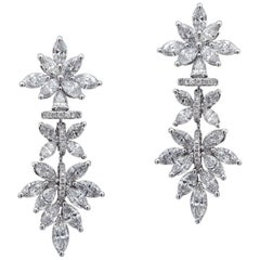 Lucullan 18 Karat white Gold and Diamond Wedding Earrings