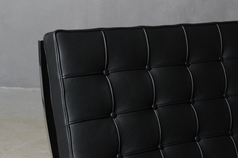 Mid-Century Modern Barcelona-Style Chair For Sale