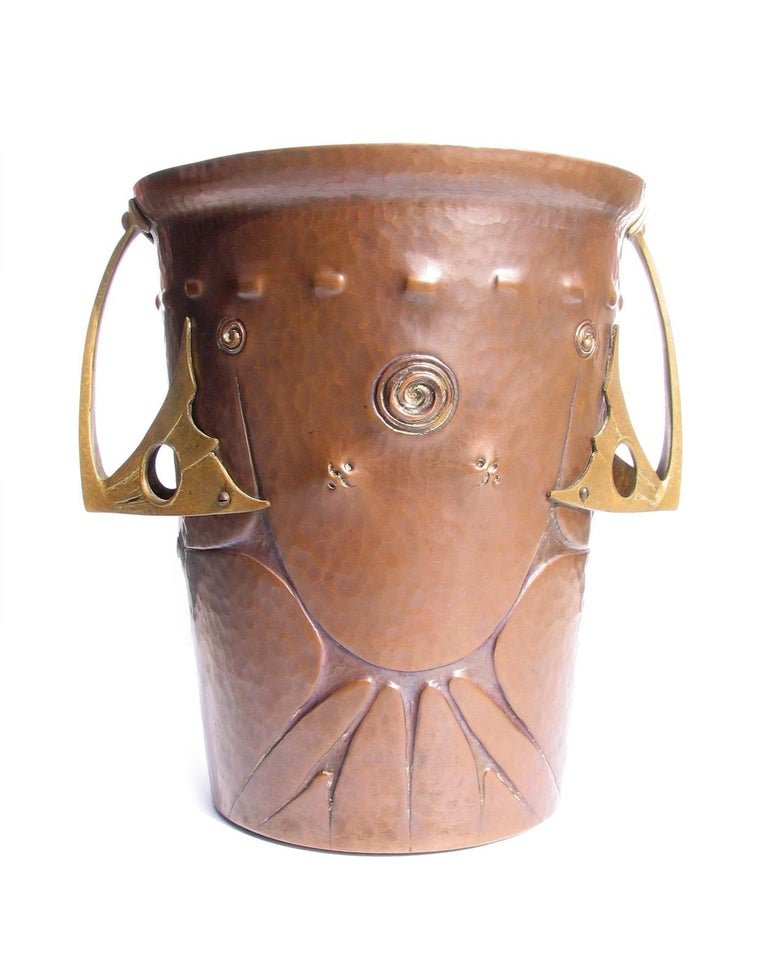 Ludwig Karl Maria Vierthaler repoussé copper bronze champagne bucket with cast bronze handles. Manufactured by Josef Winhart & Company, circa 1906.  Born in Munich in 1875, Ludwig Vierthaler's designs caught the eye of Tiffany & Company, New York,