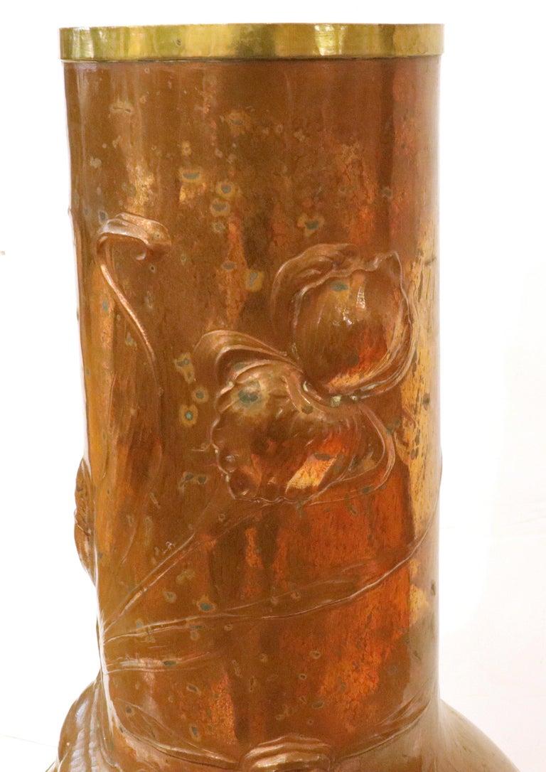 Ludwig Vierthaler German Jugendstil Lizard & Dragonfly Repousse Copper Vase For Sale 3