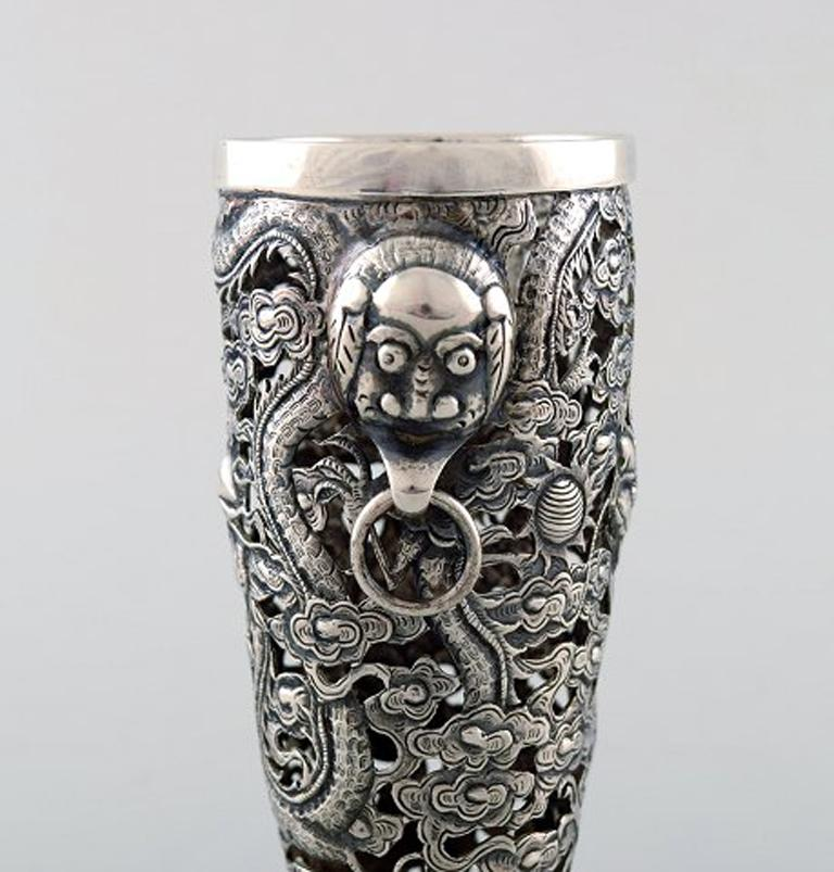 Chinese Luen Wo, Shanghai, a Pair of Dragon Vases in Silver, circa 1900 For Sale