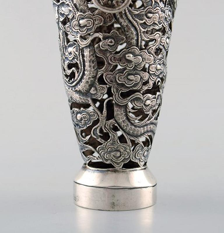 Luen Wo, Shanghai, a Pair of Dragon Vases in Silver, circa 1900 In Good Condition For Sale In Copenhagen, Denmark