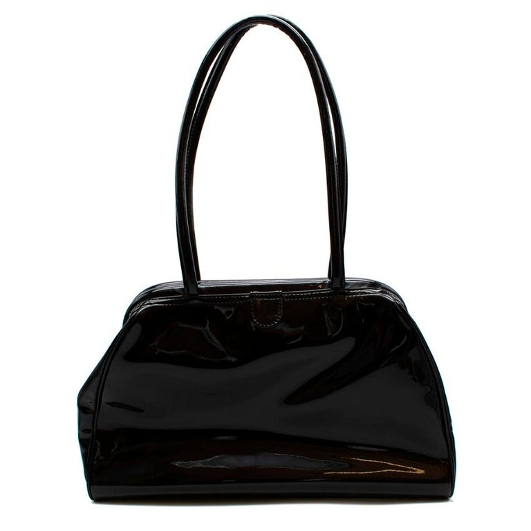 -Black Patent PVC -Elegant timeless style  -Rich Embellished Detail   -Stunning embroidered detail  -Interior Zip Compartment   -Branded lining  -Doctor Bag Opening/Close  Made in China   33x21x10 Cm