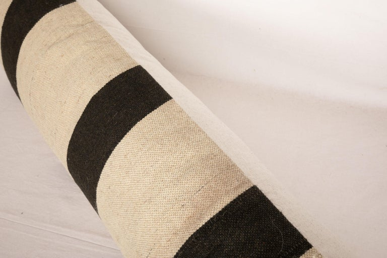 Lumbar Pillow Case Fashioned from Contemporary Weaving In Good Condition For Sale In Istanbul, TR