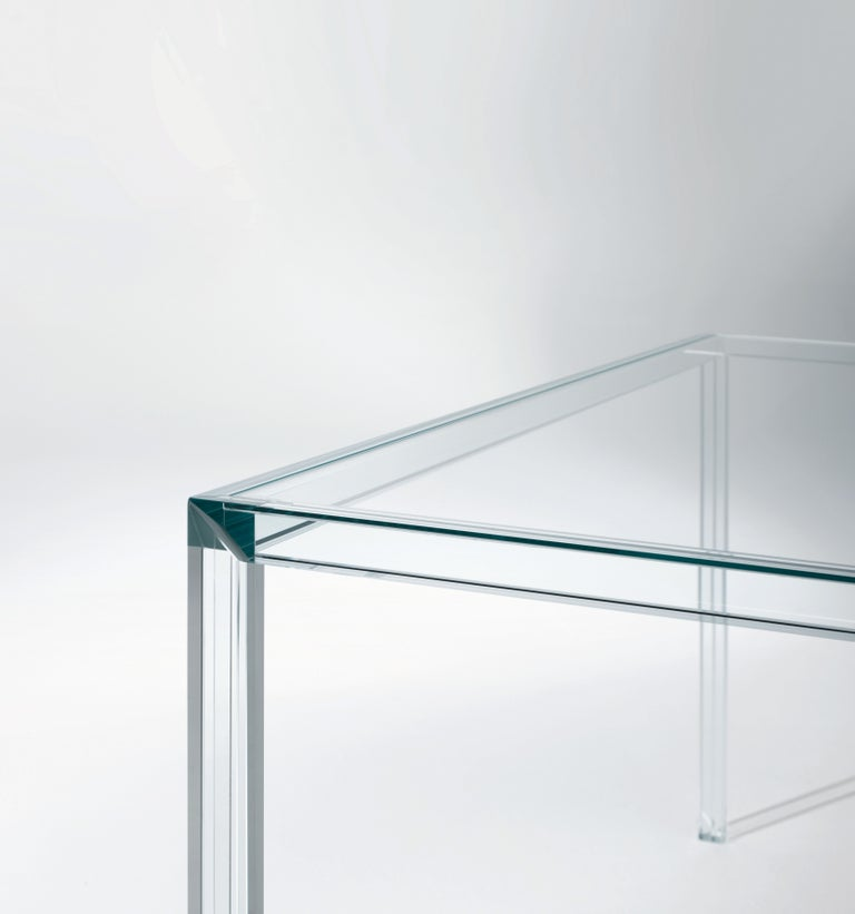 Luminous high table is shown here in the transparent extralight tempered glass. Collection of high tables with top in 6 mm. thick transparent extralight tempered glass and base in laminated 19+19 mm. thick transparent extralight glass. The sides of