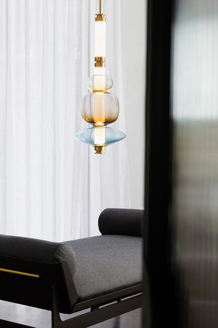 A lighting system with in nite interpretations, the LUNA is a synergy of color, shape, and refracted light. Inspired by a lunar halo, the modular light fixture grows in every direction as its assembly system stems horizontally or vertically,