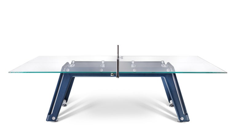 The Lungolinea leather ping pong table is a vision, a desire to ambitiously reinterpret the classics. It demonstrates the sophistication and ingenuity of Italian design and craftsmanship in the game of table tennis. It is a refined object, a sublime