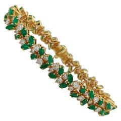 Luxurious 18 Karat Gold Bracelet with 6.75 Carat Diamonds and 10 Carat Emeralds