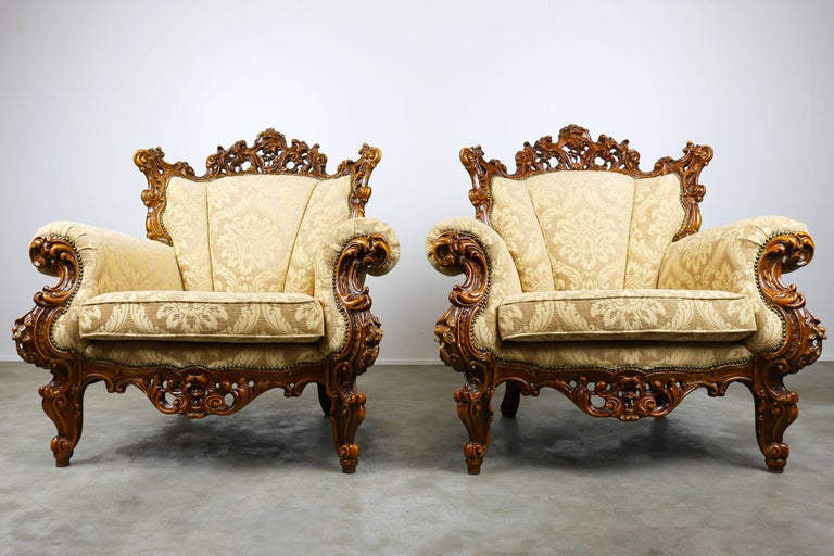 A wonderful pair of luxurious antique Italian lounge chairs in Rococo /  Baroque style. The - Luxurious Antique Italian Lounge Chairs In Rococo / Baroque Style