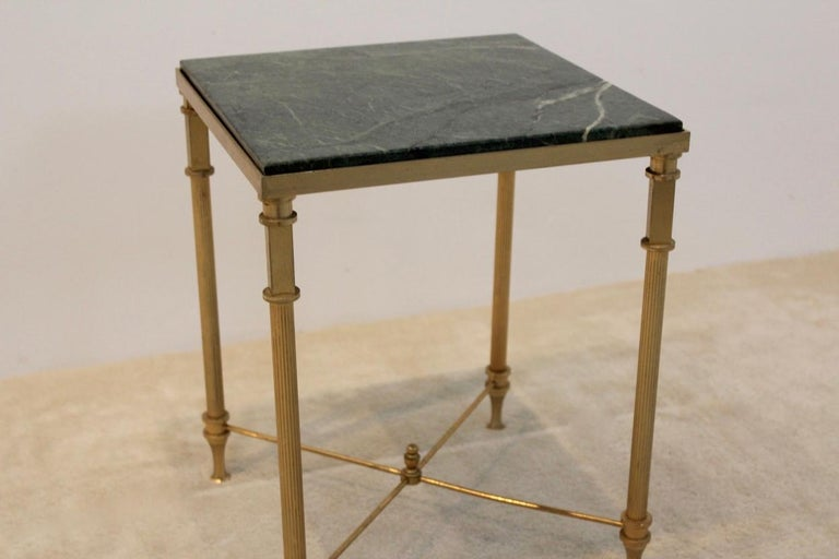 This gorgeous and elegant side table features a green marble top and a brass frame. Manufactured in France in the 1960s. A beautiful side table in classic style in good condition.