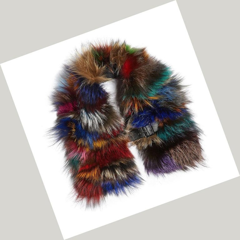 Luxurious Natural Silver and Multi-Colored Fox Fur Collar In New Condition For Sale In Montreal, QC