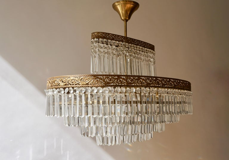 Luxurious Oval Shaped Crystal and Brass Hollywood Regency Chandelier For Sale 6