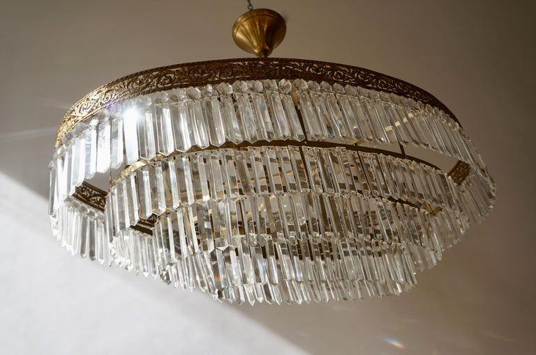 Luxurious Oval Shaped Crystal and Brass Hollywood Regency Chandelier For Sale 8