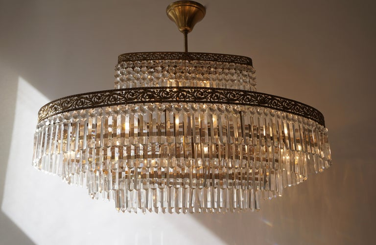 Italian Luxurious Oval Shaped Crystal and Brass Hollywood Regency Chandelier For Sale