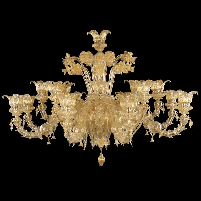 The Murano glass chandelier Regale is a romantic lighting work, inspired from the luxurious halls of the venetian buildings on the Canal Grande. The colors, the floral decorations, the Rezzonico arms, the pendant elements… all the characteristics