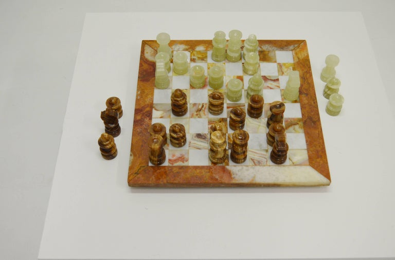 Luxury Italian Alabaster and Marble Chess, circa 1970 In Good Condition For Sale In Alvesta, SE