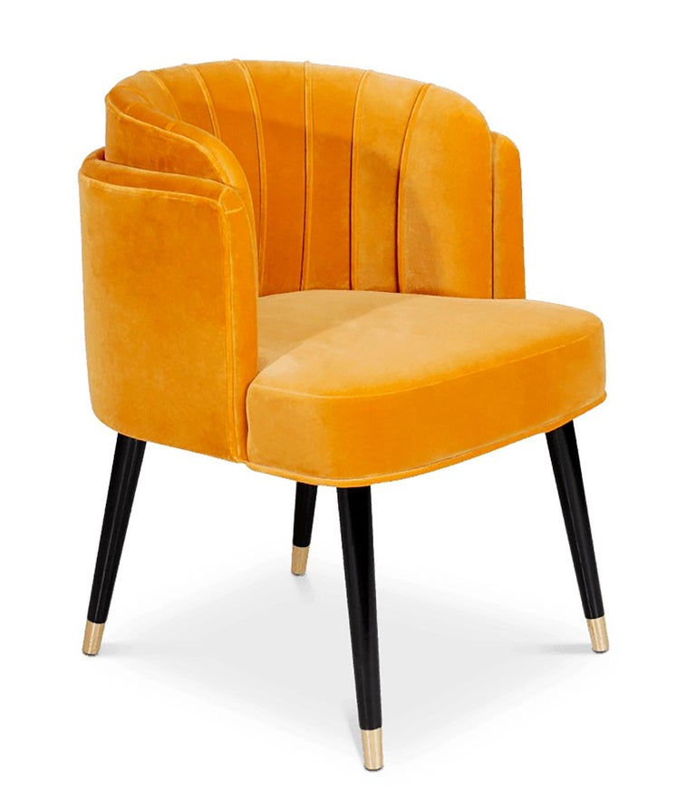 Jane midcentury dining chair is a piece where lush, beauty and delicacy hide the fierceness and unbridled sensuality. This Art Deco piece has an exquisite velvet upholstery. Moreover, it's supported by long walnut wood lacquered and legs finished in