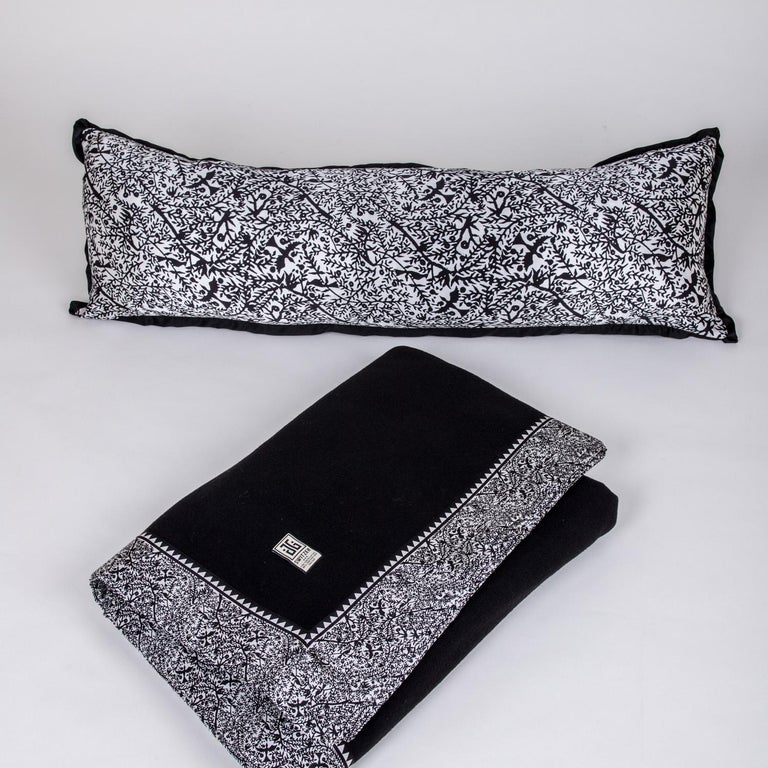 Hand-Crafted Emilie Merino White King-Size Blanket with Grey Print Border by JG SWITZER For Sale