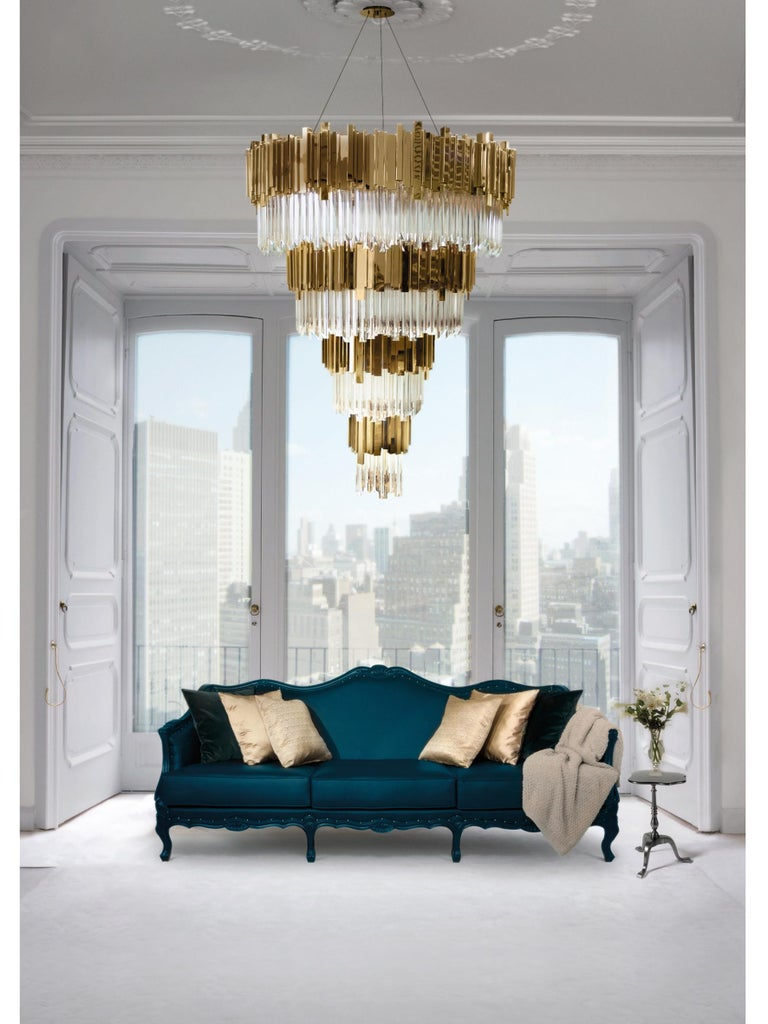 Our Empire chandelier is inspired by the stunning architecture of The Empire State Building. It's a masterpiece with an extravagant shape, capable of transforming every space into a stunning scenario. Due to its vigorous personality it creates an