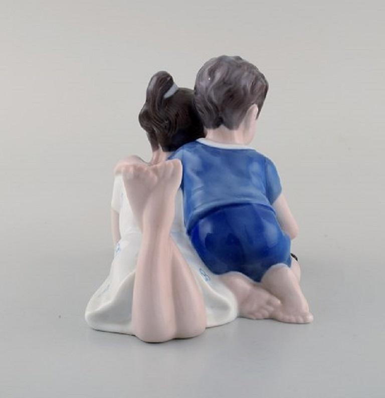 Lyngby Porcelæn, Denmark, Figure in Porcelain, Siblings with Turtle, 1940s In Good Condition For Sale In Copenhagen, Denmark
