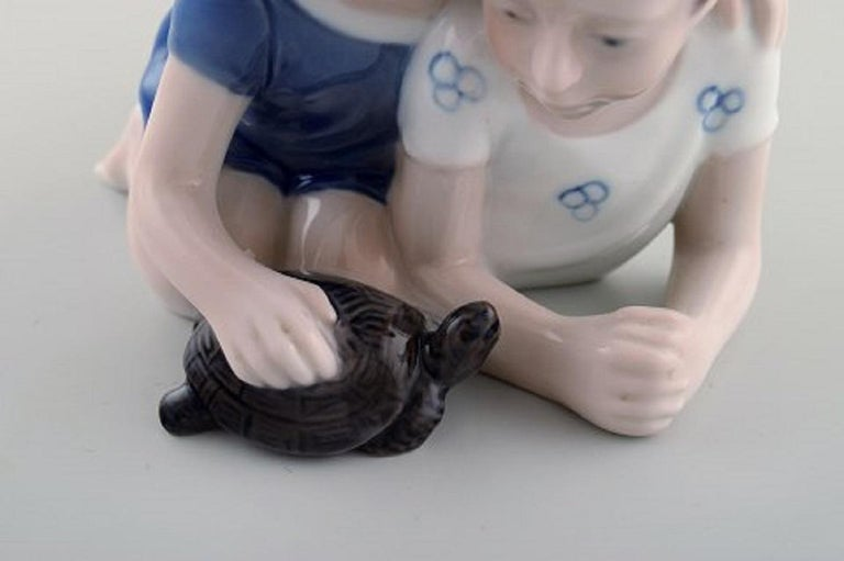 Lyngby Porcelæn, Denmark, Figure in Porcelain, Siblings with Turtle, 1940s For Sale 1