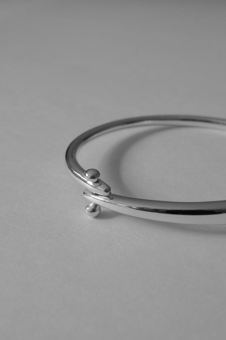 Women's or Men's M. Hisae Sculptural Hinged Bangle Bracelet, Ready to Ship in Sterling Silver For Sale