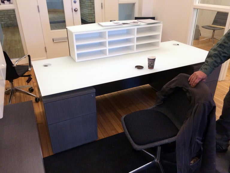 Contemporary M2L Brand Office Furniture For Sale