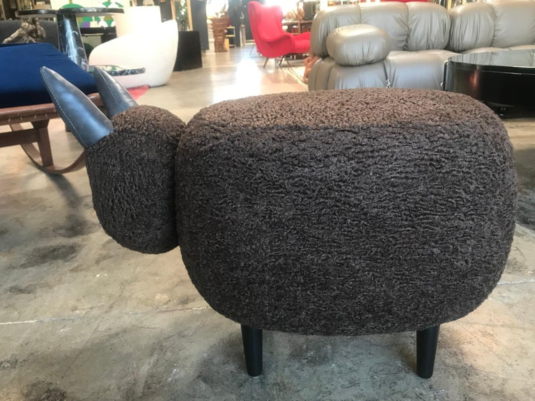 European Ma39 Pouf in Carved Wood Dark Brown Sheep, Italy, 21st Century For Sale