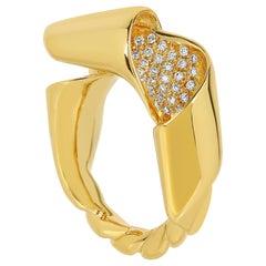 Sculptural 18k gold and White Diamond Maar Ring