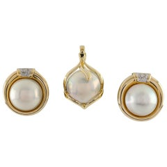 Mabe Pearl and Diamond 14 Karat Yellow Gold Earrings and Pendant Jewelry Set