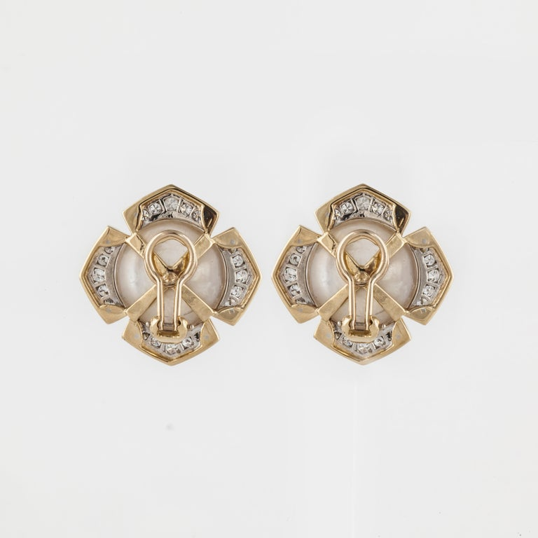 Mabe' Pearl Diamond Yellow Gold Earrings In Good Condition For Sale In Houston, TX