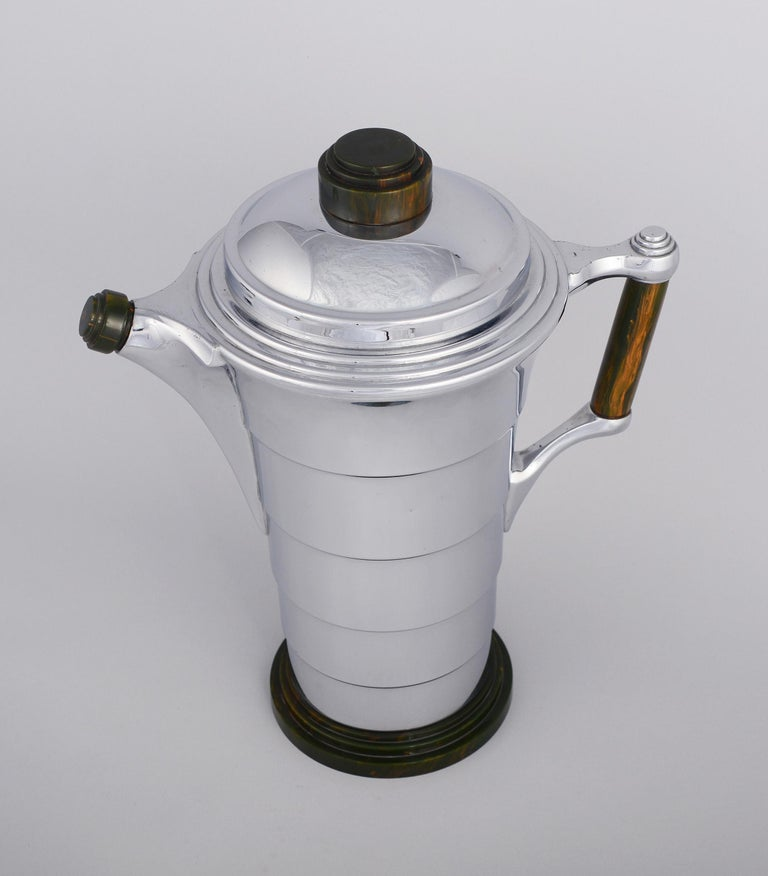 Early 20th Century Machine Age Art Deco Bakelite and Chrome Cocktail Shaker by Manning Bowman For Sale
