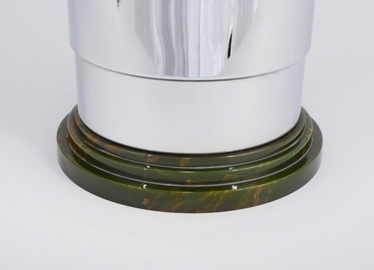 Machine Age Art Deco Bakelite and Chrome Cocktail Shaker by Manning Bowman For Sale 4