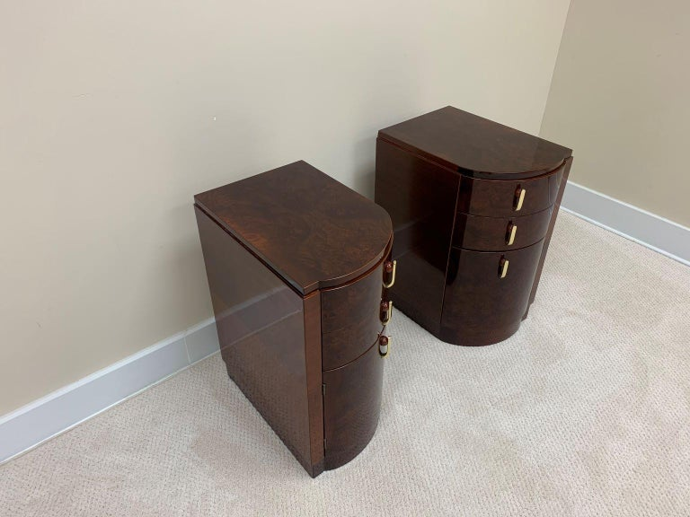 Machine Age Art Deco Burl and Brass Night Tables, circa 1930s In Excellent Condition For Sale In Bernville, PA