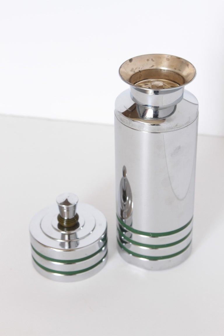 Machine Age Art Deco Chase Gaiety Cocktail Shaker in Rare Green Catalin For Sale 1