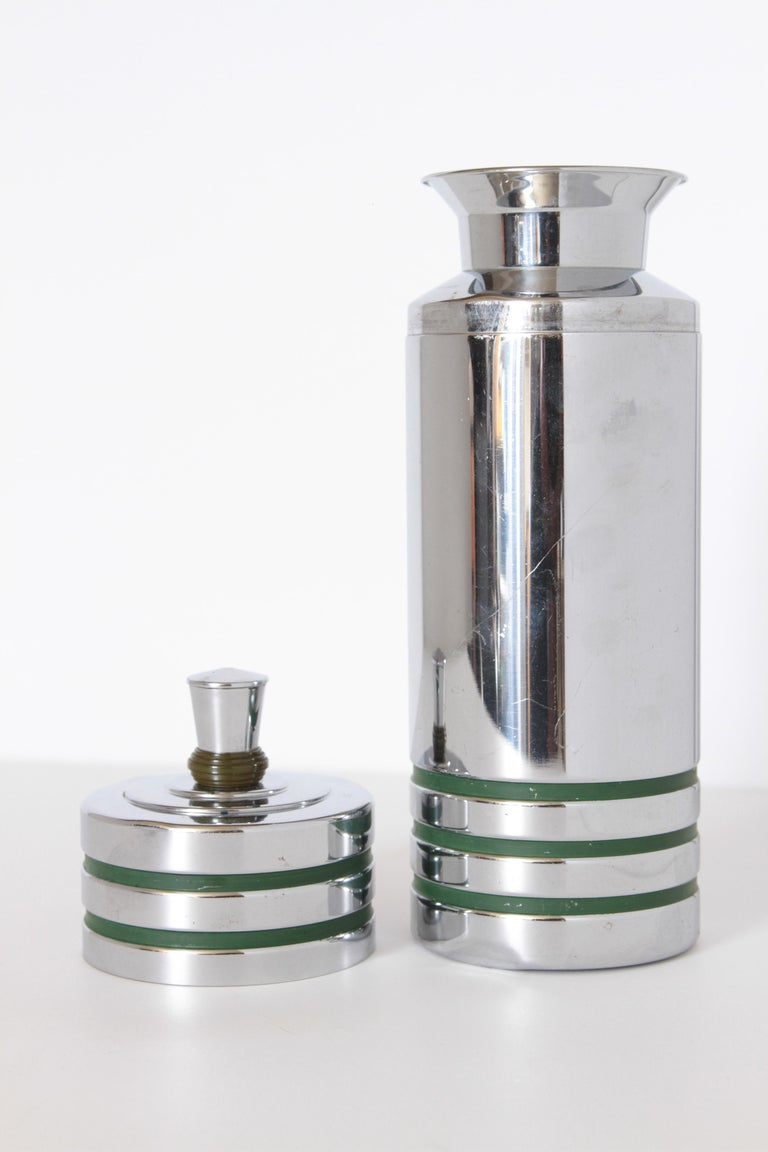Machine Age Art Deco Chase Gaiety Cocktail Shaker in Rare Green Catalin For Sale 2
