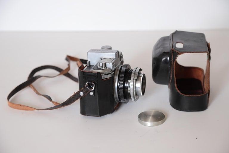 Machine Age Art Deco Walter Dorwin Teague Kodak Medalist Camera with Case In Good Condition For Sale In Dallas, TX