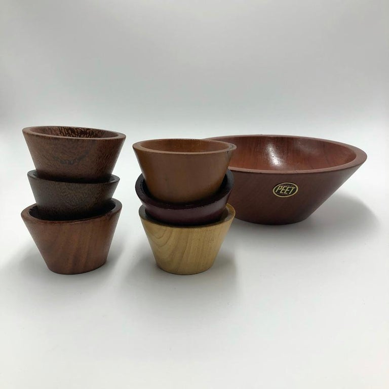 A beautiful set of hand carves bowl in all different kinds of wood. The set is from the famous Suriname artist PEET. This artist has a couple of his hand carved pieces in the national museum. The set is good condition, looks like its hardly been