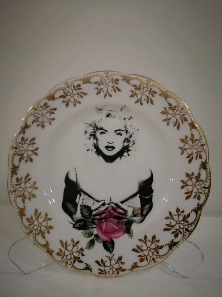 Lovely side plate,decorated by delicate flowers and golden border, Madonna is printed in the center.  You can enjoy it in everyday use but remember to wash it by hand.